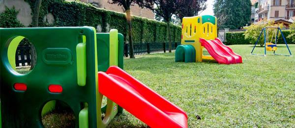 Scivolo altalena giardino Il Nido Biella